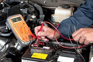 Comment recharger une batterie de voiture avec un chargeur?